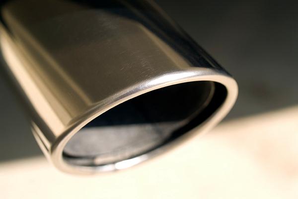 「汽車廢氣排放傷身」警語,研究調查:近 3 成民眾認為 10 年內會出現!