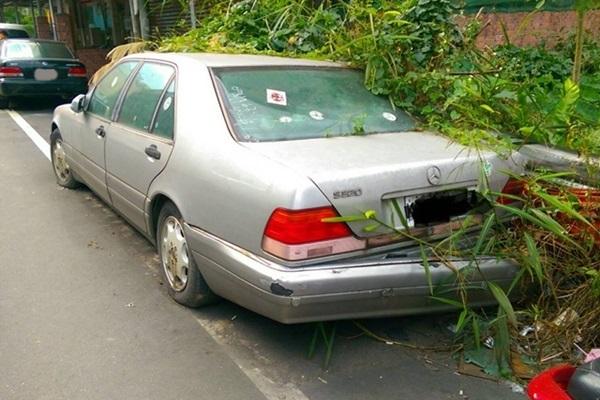 無牌照車輛別再亂停,「廢棄機動車輛查報拖吊保管系統」正式上路!