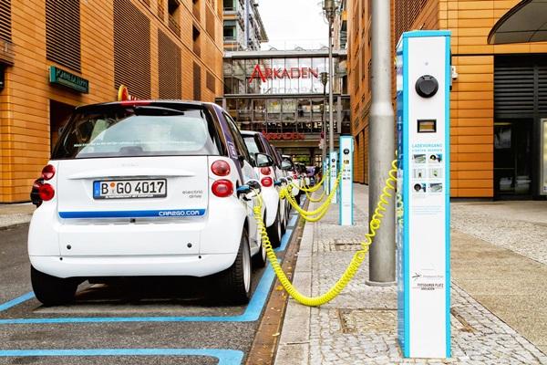 車廠警告「別急著禁止燃油車」,不然將把市場主動權讓給中國!