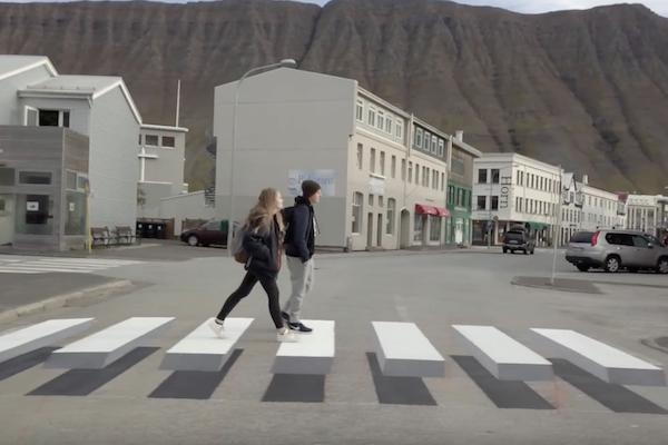 讓駕駛減速的好方法?冰島把斑馬線改成這樣(內有影片)