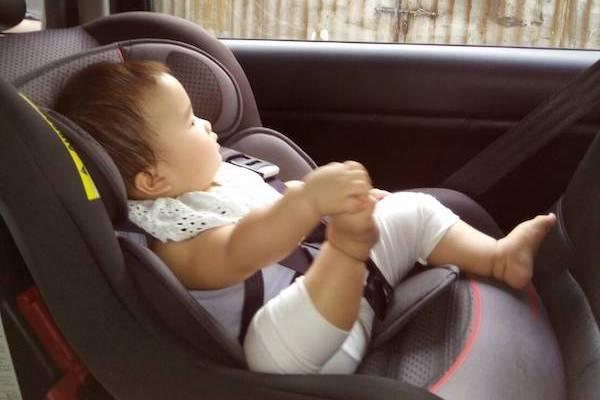 看完這張汽車驚悚照,就知道兒童座椅有多重要!