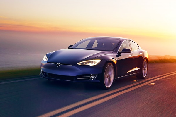 知名雜誌爆料 Tesla 準備推出燃油車款?背後原因竟是為了諷刺!
