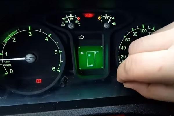 俄羅斯車上竟然有「俄羅斯方塊」可玩!想玩先過這 5 關...(內有影片)