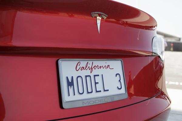 等到火大,Tesla Model 3 預購權竟出現大量拍賣!