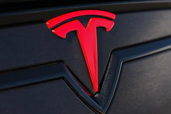 車款被評最不可靠,Tesla 槓上權威評選機構《消費者報告》!