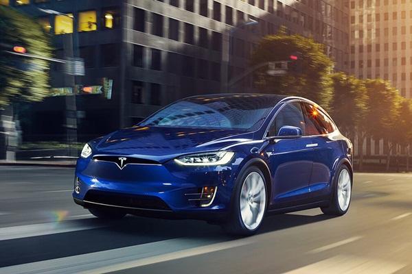 賓士「租」Tesla 電動休旅測試還拆解,歸還後的慘樣讓車主大怒!