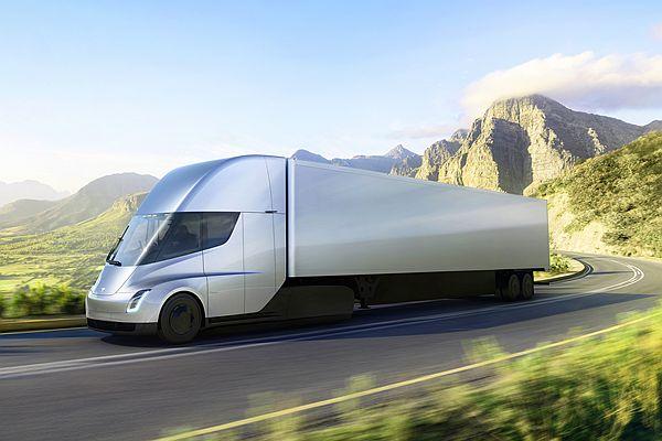 這麼看好電動拖車頭前景?3 大跨國企業都下訂 Tesla Semi