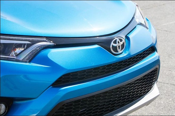 真的變粗獷了,全新 Toyota RAV4 偽裝車首次現身!