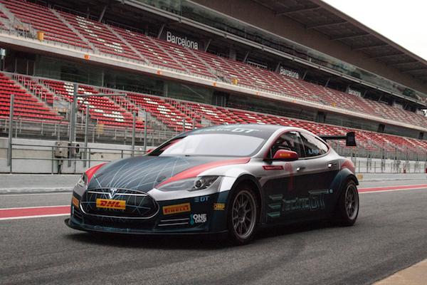 改裝後的加速度更驚人!Tesla Model S P100D 競賽版樣貌現身