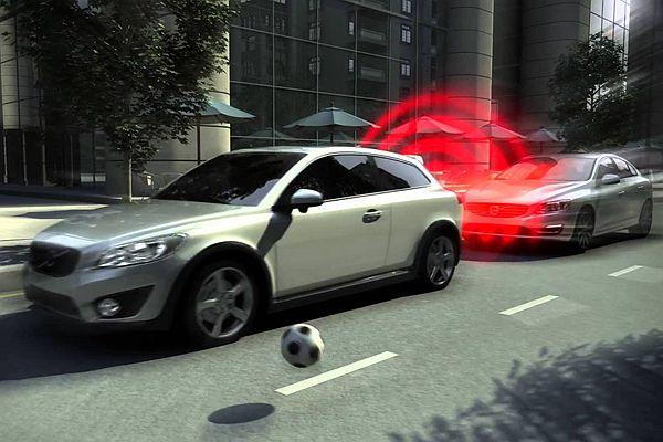 未來新車的焦點功能:自動煞車系統的重要性(內有影片)