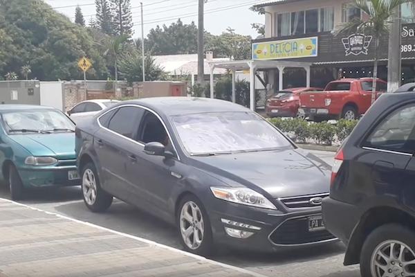 這樣也行?巴西駕駛的倒車技術讓人吃驚(內有影片)