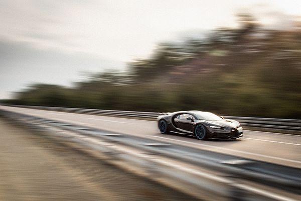 絕對是全球最猛車廠總裁, CEO 開超跑飆出時速 400 公里!