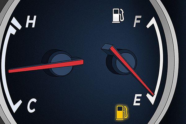 油錶燈亮別再算能跑多遠!油箱見底的危險性出乎你預料之外