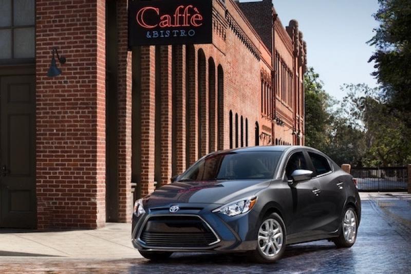 明明是 Mazda 小車卻掛上 Toyota 標誌?日本車廠吹起貼牌風潮