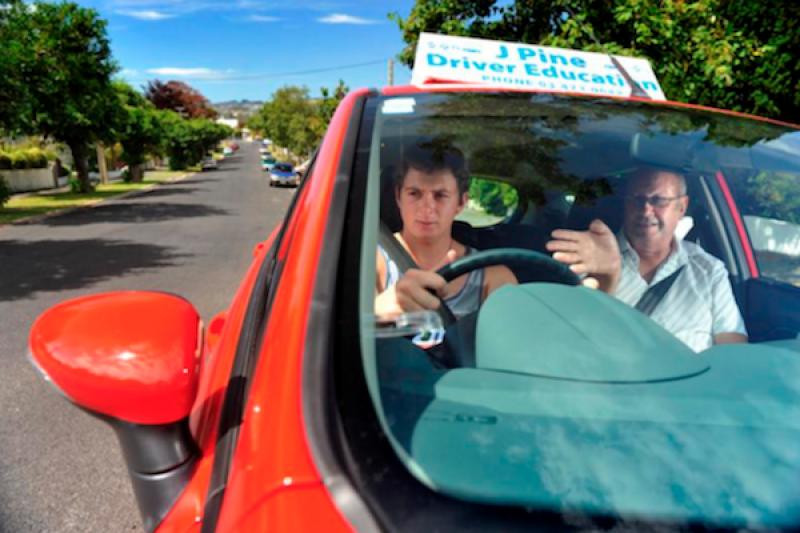 英國駕照為何超難考?旅居英國台灣人現身說法