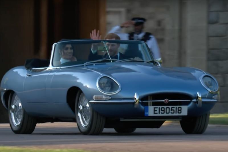 英國皇室婚禮 Jaguar 經典敞篷車超搶鏡!復古外型卻是電動車動力(內有影片)