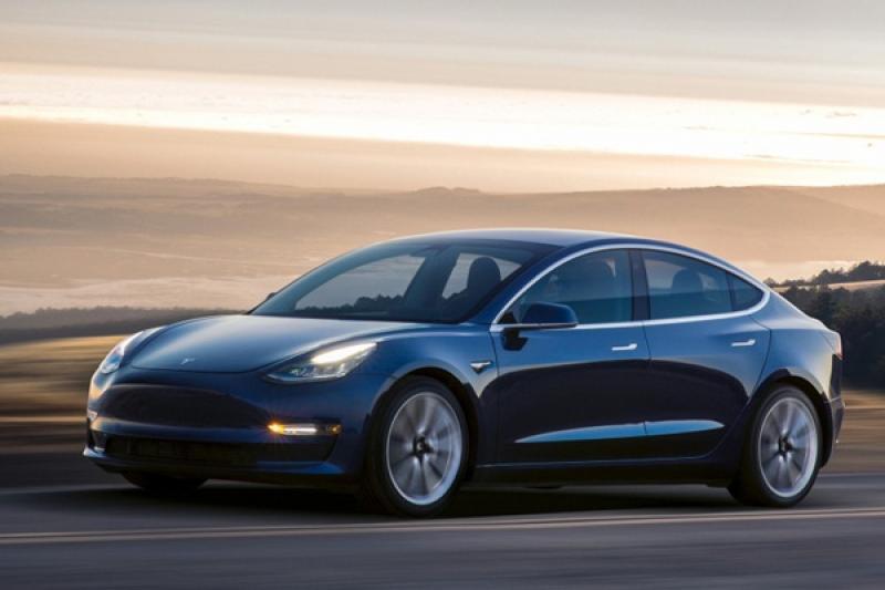 Tesla Model 3 將發表雙馬達版本,時速破百竟只需 3.5 秒!
