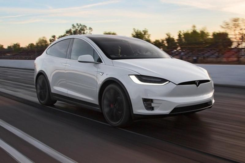 Tesla Model X 號稱最安全休旅,《NHTSA》公布撞擊影片證實!