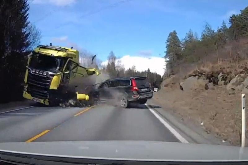 「瑞典坦克」正面對決聯結車,Volvo 老車駕駛無恙還能開車門!(內有影片)
