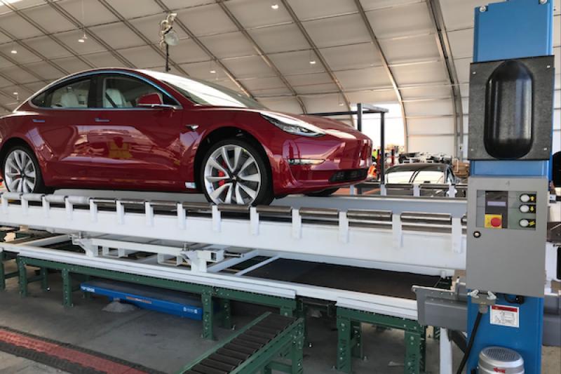 這輛 Tesla Model 3 不便宜!雙馬達版加速贏過一票性能跑車