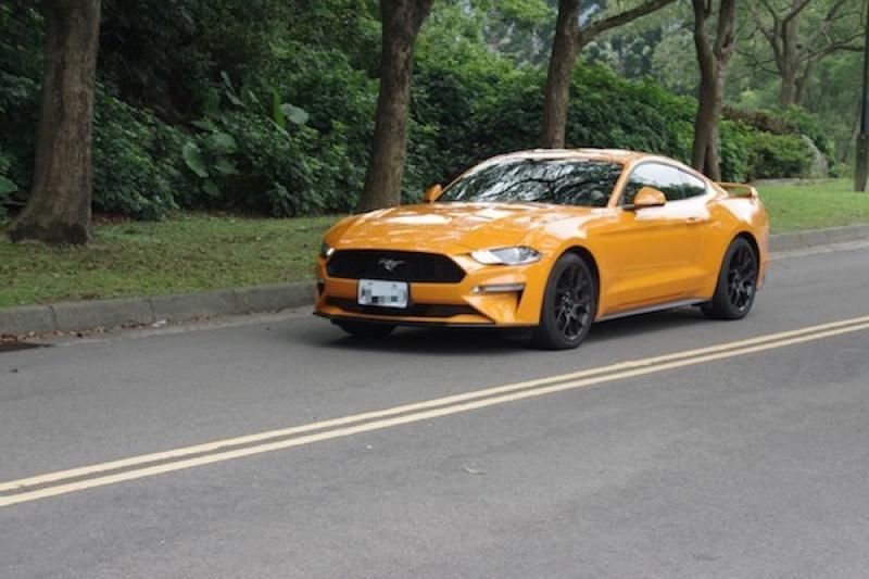 10 速變速箱與科技配備加持!福特 Mustang 野馬跑車試駕