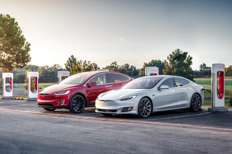 Tesla 電動車又被點名不環保!英國能源分析單位:碳排放量跟一般汽車差不多