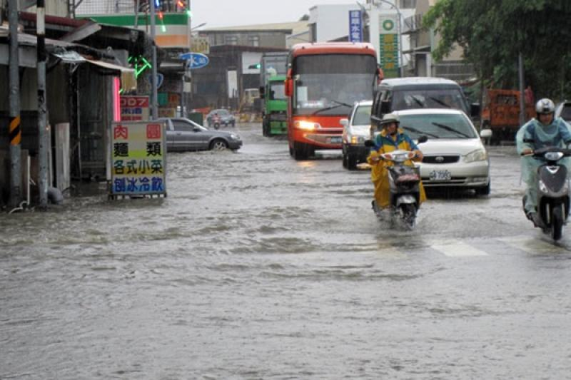 颱風挾豪雨侵襲台灣,機車若不慎泡水要注意這幾點!