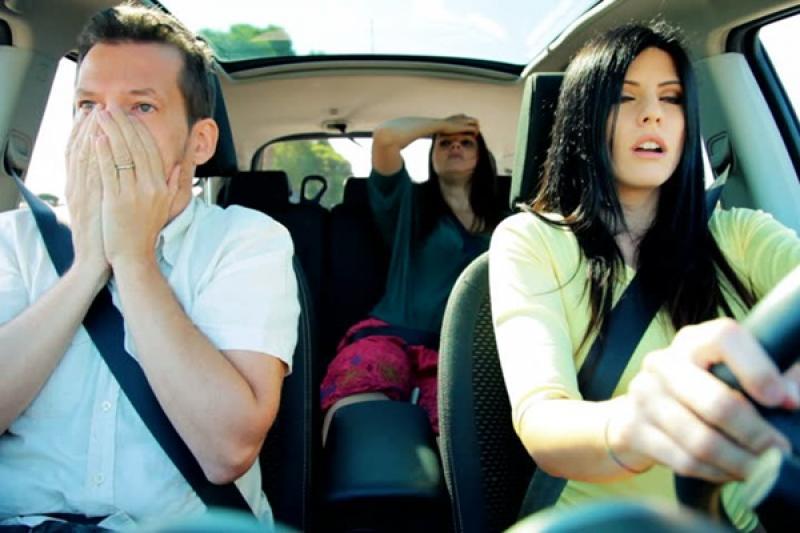 別把行車安全責任都推給駕駛,研究顯示:乘客對駕駛影響超大!