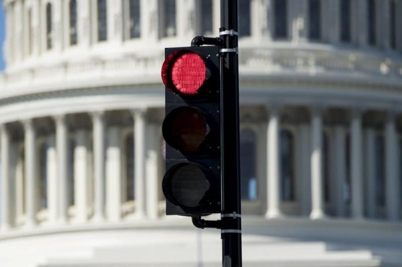 美國首測「遭闖紅燈汽車撞擊測試」,結果公布超驚悚!(內有影片)
