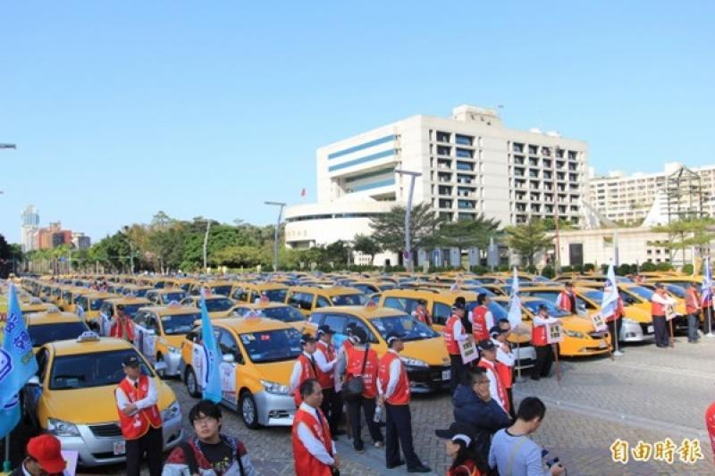 砲轟交通部放任Uber 計程車聯盟串聯選前上街頭
