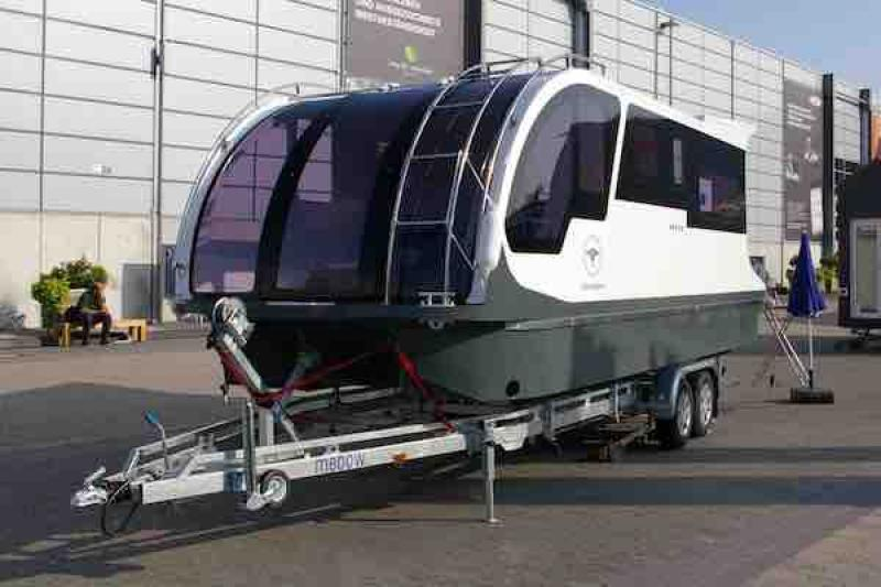 這不只是一輛露營車!它的第二個用途很難猜得到....