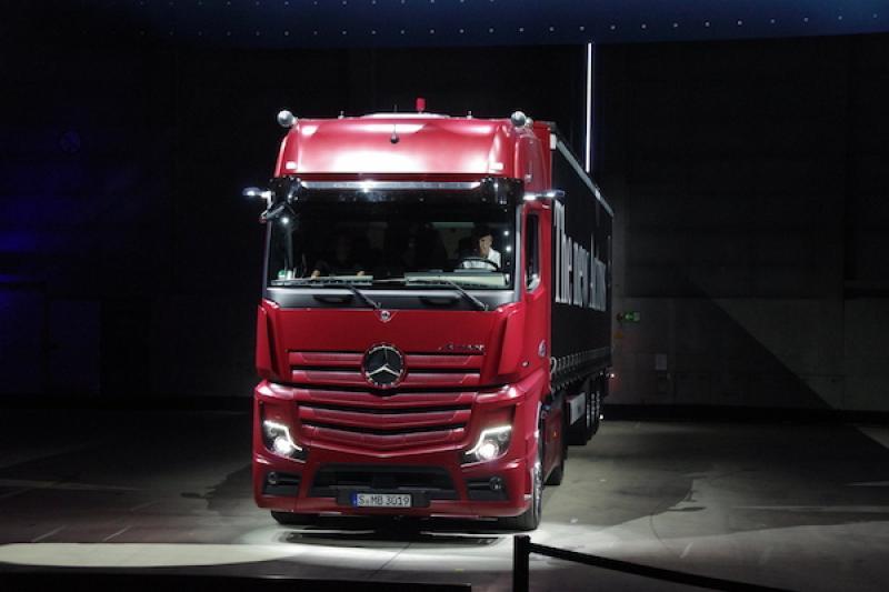【德國 IAA 車展搶先看】除了安全,賓士卡車導入數位後視鏡還有這個原因...