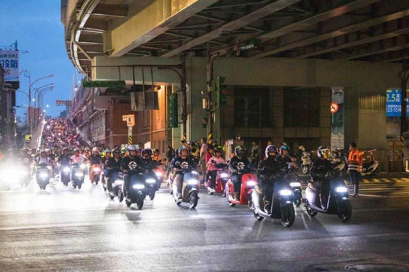 超過 1,300 台 Gogoro 快閃台北橋,成功挑戰金氏世界紀錄!