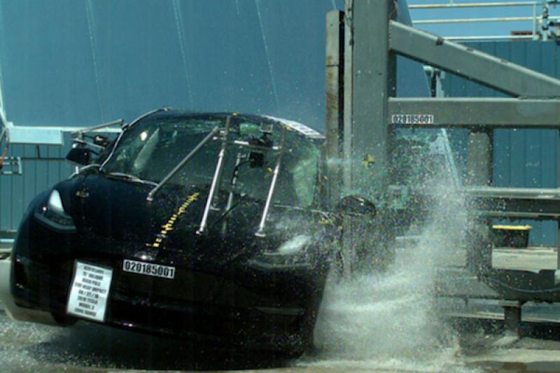 汽車越重一定越安全?美國官方撞測結果打臉這說法