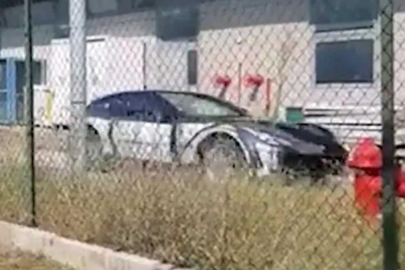 Ferrari 首款 SUV?測試車路試被捕獲!(內有影片)