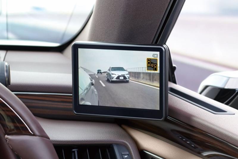 淘汰傳統後視鏡!Lexus ES 採數位後視鏡有哪些優缺點?(內有影片)