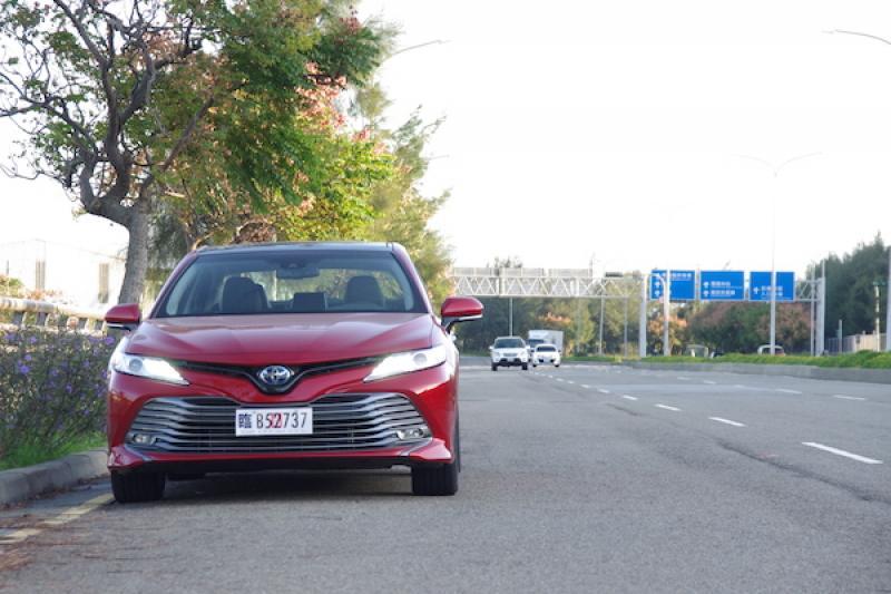 爸爸可能認不出來!大改款 Toyota Camry 2.5 Hybrid 旗艦版試駕(內有影音)