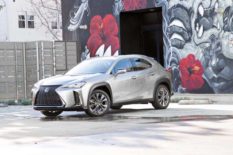 Lexus UX 小跨界休旅 11 月底台灣上市!規格配備搶先看