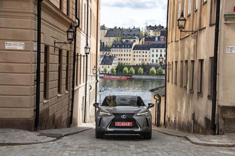 油電車型每公升可跑 21 公里!Lexus UX 搶當台灣豪華跨界小休旅銷售冠軍