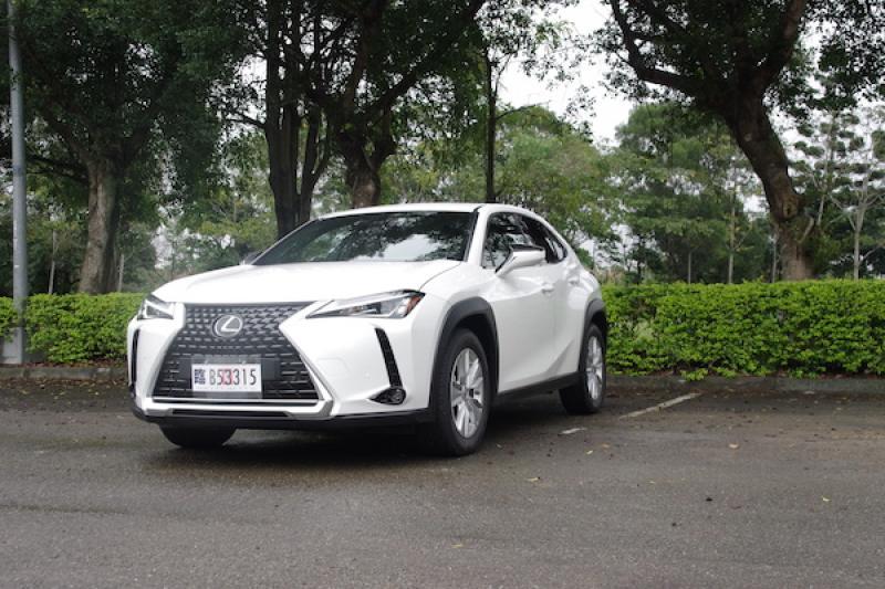 安全及貼心設計都是標配!豪華跨界休旅 Lexus UX 200 台灣搶先試駕