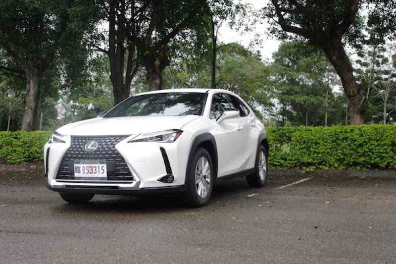 豪華品牌最便宜小休旅!Lexus UX 200 預接單價已曝光