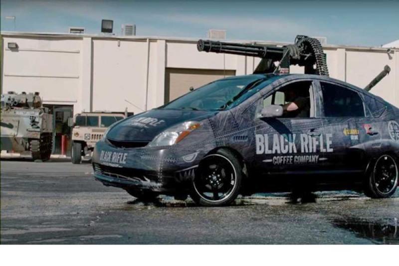 喪屍末日來了也不怕!M61 機槍火神砲直上 Toyota Prius(內有影片)