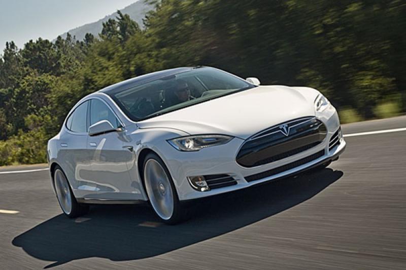 駕駛睡著車照開,加州警狂追 11 公里才把這輛 Model S 攔下