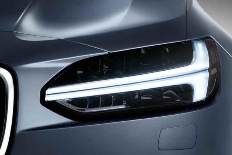 《IIHS》公布 165 款 2018 車型頭燈測試,近半數不合格!(內有影片)