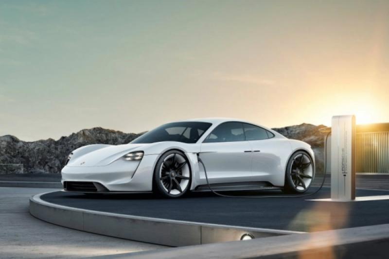 給準車主的文件曝光!Porsche 電動車 Taycan 售價與編成曝光