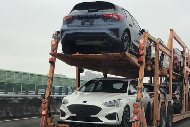 無偽裝看光光直擊!台灣網友捕獲 Ford Focus 五門版實車樣貌