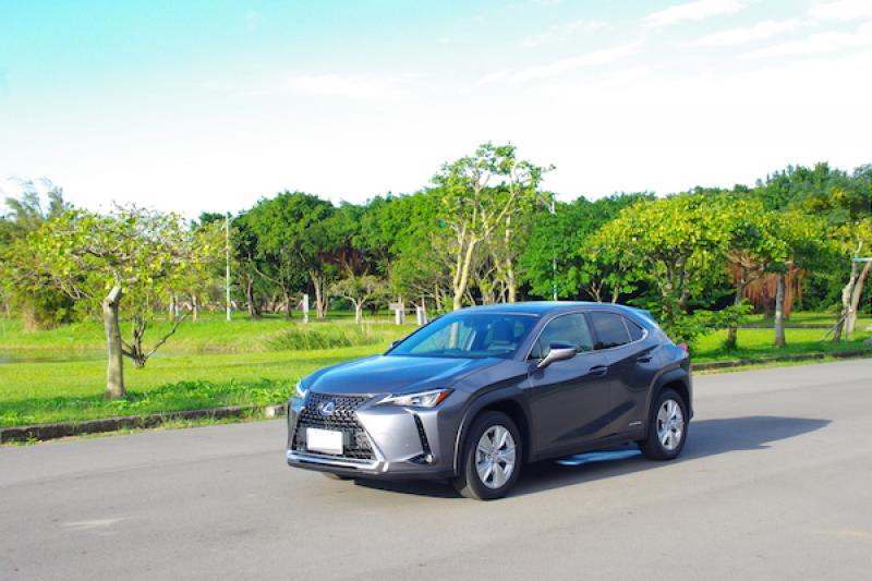 動力讓人驚豔的油電跨界休旅!Lexus UX 250h 試駕(內有影音)