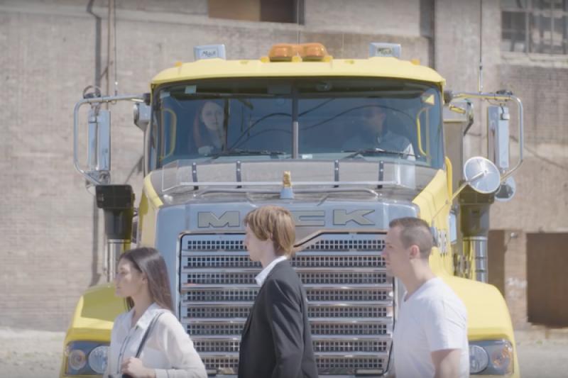 大卡車與貨車的死角到底有多大?實測影片讓人嚇傻(內有影片)