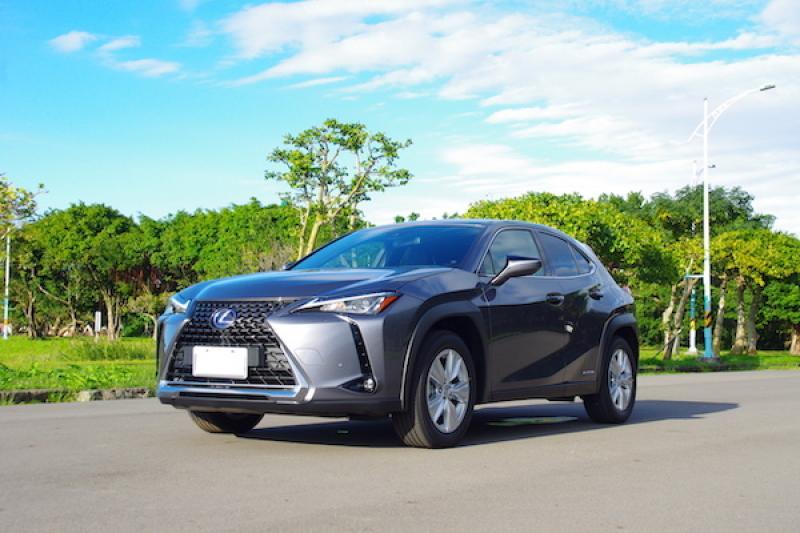 Lexus UX 250h 油電跨界休旅台灣發表!正式售價被業界人士猜中(內有試駕影音)