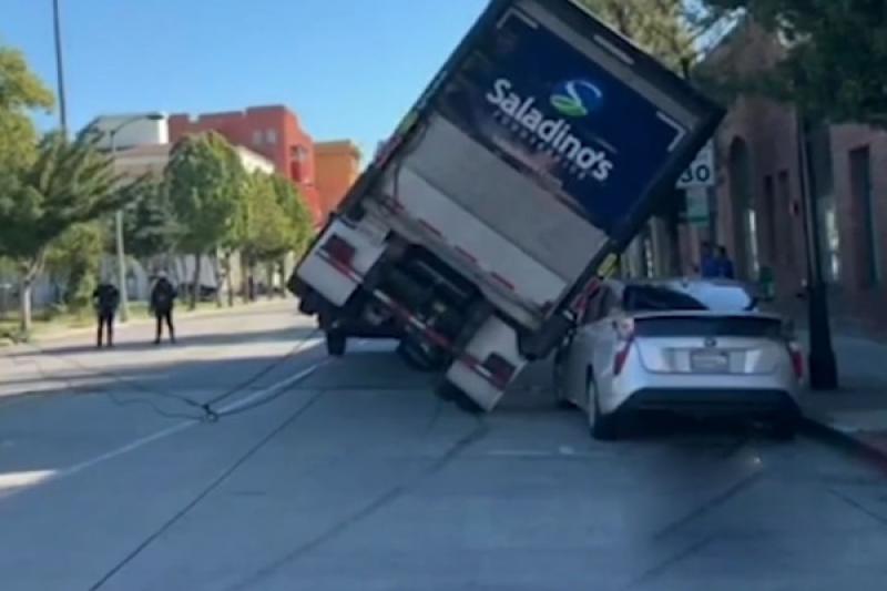 很有說服力的撞擊測試!大貨車失控重壓,Prius 僅受輕傷